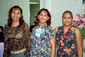 Olga Sordo de Reyes con Norma García de Chávez y Elvira García López asistentes a la fiesta de canastiilla que le ofrecieron sus familiares.