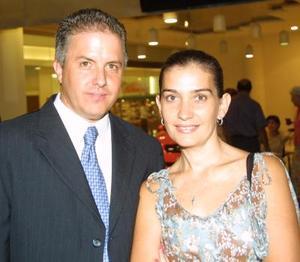 Señores Roberto González Lobo y Susana Grajeda de González.