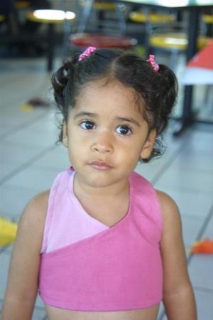 En reciente festejo infantil fue captada Marely García González.