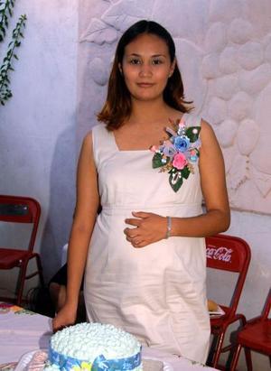 Janette Samir Gómez de Ramírez en la fiesta de canastilla que le ofrecieron por el próximo nacimiento de su bebé.