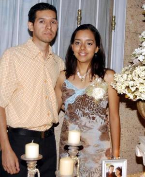 Los felices novios Rogelio Molina Torres y Joanna de la Cruz Seceñas contraerán matrimonio en breve y por tal motivo les fue ofrecida una despedida de solteros
