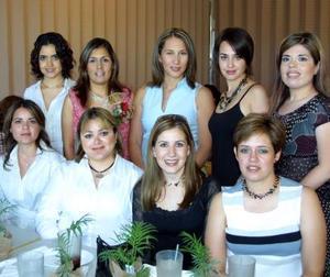 Muy contenta lució en su fiesta de canastilla, Cristina Medrano de Ríos, a la cual acudieron sus amistades y familiares.