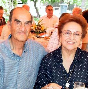 Señores Jaime González Navarro y Elena Veyán de González.