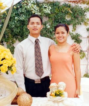 Sr Edson Valenzuela Cueto y Srita. Irazema Méndez Castañeda contrajeron matrimonio civil el viernes cuatro de julio de 2003.