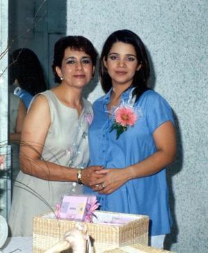 Una fiesta de canastilla le ofreció a su hija Luz Marcela V. de Ortega, la señora Eugenia R. de Gutiérrez.