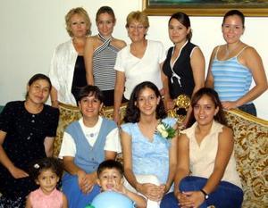 Una fiesta de despedida fue ofrecida en honor de Yazmín Guadalupe Villarreal Alvarado, en la que fueron anfitrionas, Marcela Ollervides, Dora Alicia y Samantha García Villarreal y Magaly Villarreal.