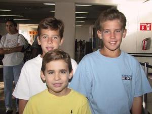 A Pachuca para participar en el Torneo Nacional de Tenis viajaron Juan Pablo Murra y Fer Villarreal, los acompaña Jorge Murra