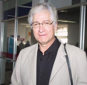 El actor Carlos Bracho regresó a la ciudad de México, luego de una presentación en el TIM.