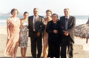Carmen G. de González, Angélica Gacía de Alba, Jesús Porras Saracho, Ana Avelina G. de Porras, Angélica I. de García de Alba y Roberto García de Alba.