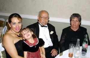 Ofelia Rodríguez, niña Yeremi González, Antonio Santacruz Díaz y Clemencia Rodríguez de Santacruz