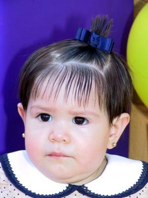 Festejaron el primer cumpleaños de Andrea Mata Soto con una piñata ofrecida por sus padres.