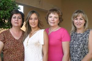Ana Carmen García acompañada de su mamá Ángeles Madero de García, Lawrette Shuultz de Aguilera y Magaly Gilio de Cruz.
