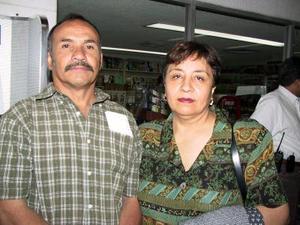 Carlos Salazar y Lucía de la Rosa de Salazar viajaron a Tijuana para visitar a su hijo.