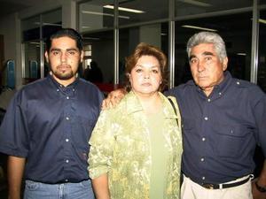 En plan de paseo se trasladaron a Tijuana Ana María de Vázquez y Carlos Alberto Vázquez, les deseo buen viaje, Melitón Vázquez