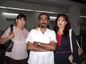 <b>30 de julio</b> <p>  María Eugenia Porras retornó a Cancún, luego de visitar a su familia, fue despedida por Patricia Porras y Miguel Ángel Cervantes