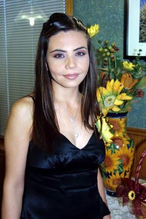 Muy guapa lució en su convivio pre nupcial, la señorita Luz Mayela Flores Mata, ella se casará con Leonel Enrique Chavira Acosta.