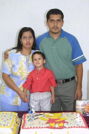 Al cumplir tres años de edad, el niño Omar Alexis Rojas Castañon fue festejado con un convivio ofrecido por sus papás Omar Rojas y Lendy Corey.
