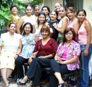 <b>31 de julio</b> <p> Elsa Contreras, Carmen Contreras y Nallely Esparza festejaron a Alejandra Mena de Durán, con motivo del cercano nacimiento de su bebé.