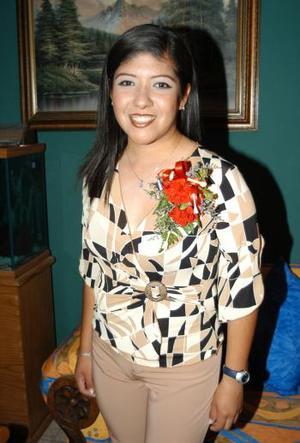 <b>01 de agosto</b> <p> Señorita Gabriela Cortéz López contraerá matrimonio con Sergio Villanueva Guzmán y por ello la festejaron con un convivio prenupcial.