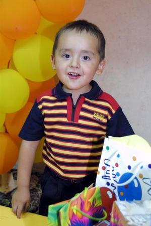 Contento se mostró en su convivio Marco Antonio, ofrecido con motivo de su cumpleaños.