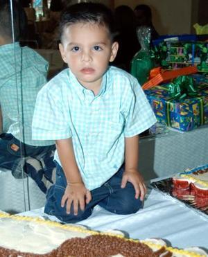 Ricardo Bretado en la fiesta que le ofrecieron por su segundo cumpleaños sus papás Víctor Bretado y Mary R. de Bretado.