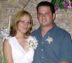 Norma Isela Nájera y Luis Pinto en la despedida de pareja que les ofrecieron