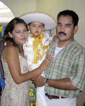 <b>02  agosto</b> <p>Un traje de charro portó el niño Polito en la fiesta que le ofrecieron sus papás.