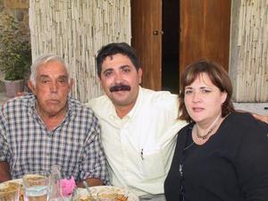 Hernando Garrido, Ricardo Garrido y Laura Eraña de Garrido.