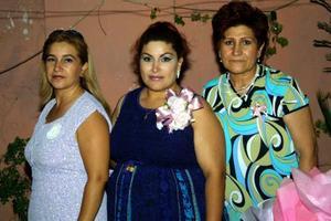 Por el cercano nacimiento de su bebé festejaron a Griselda Villarreal Ramírez con un convivio preparado por Carlota R. de Villarreal y María de Lourdes Ramírez
