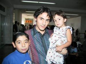 Amin Juan Dipp y sus hijos Amin y Hermosa.