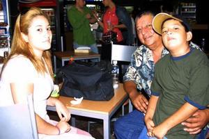 Marina, Jesús y José regresaron a Los Ángeles Cal, luego de vacacionar en Gómez Palacio