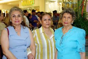 María Elvira Reyes, Rosita de Araluce y Elvira Iza Iza.