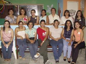 Myriam Guadalupe Guillén se casará en breve y por tal motivo le fue ofrecida una primera despedida. La anfitriona del festejo fue Mayra Guillén.