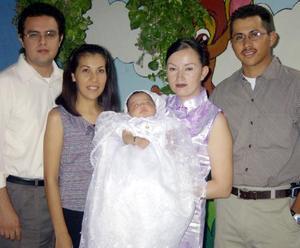 Odalys Guadalupe fue llevada a las pilas bautismales por sus padres Alonso Barrón y Guadalupe de Luna y sus padrinos Carlos Camacho y  Lorena Barrón.