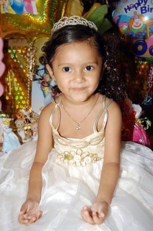 Karla Daniela cumplió tres años de edad y los celebró con una fiesta ofrecida por sus padres Daniel Ramírez y Laura Méndez de Ramírez