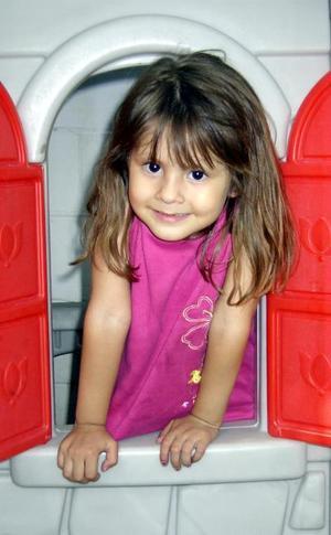 La pequeña Michelle fue captada en reciente festejo infantil.