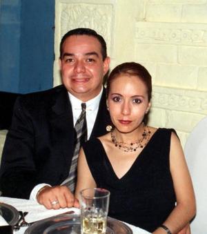 Alfredo Bautista y Anna Luisa Adame de Bautista recientemente celebraron el primer aniversario de matrimonio.