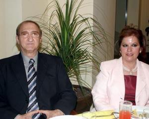 Eduardo Bitar Tafich y Monis de Bitar en reciente acontecimiento social.
