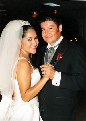 Rocío Rivera Karrum y Gustavo Hinojosa Ruelas en su banquete de bodas.