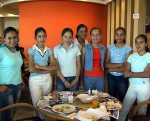 Bárbara Lara, Denisse MEza, Cynthia Rodríguez, Paulina Meza, Verónica Viesca, Ana Lilián Chávez y Sofía Torrado del Colegio Madison.