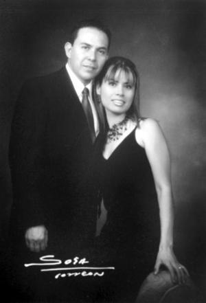 Ing. César Fernando Gómez Acuña y Lic. Valeria Elizabeth Campuzano Velazco efectuaron su presentación religiosa el 11 de julio de 2003