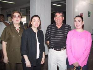 <b>05 de agosto</b> <p> Leticia Treviño viajó al D.F.  y fue despedida por Leticia Sergio y Chelito Treviño.