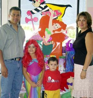 Denisse festejó su séptimo cumpleaños en compañía de sus padres, Luis Uribe e Isela Lavín y de su hermanito