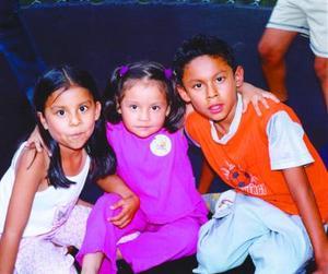 Diana, Mariana y Felipe Medrano Herrera.