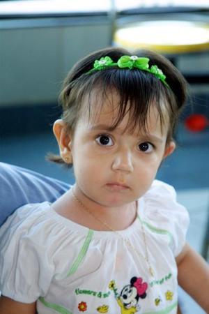 La pequeña Natalia Estefanía Rojo durante un evento infantil.