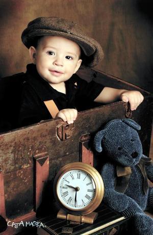 Jaime Antonio López García en una fotografía de estudio con motivo de su primer año de vida. Es hijo de Lic. Jaime López Romo y de la Sra. Lorena García de López