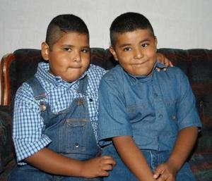 <b>06  agosto</b> <p> Luis Daniel y Luis Fernando fueron festejados en su séptimo cumpleaños por sus padres Pablo Ibarra Ríos e Irma Flores de Ibarra.