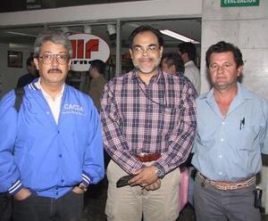 <b>07 de agosto</b> <p> Luis Antonio Paulín llegó de Guadalajara para tratar asuntos  de trabajo, lo recibieron Arturo Rojas y Carlos Velarde