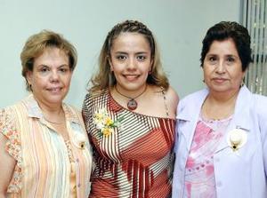 <b>07 agosto</b> <p> Karina Jeanett Gómez Sánchez en el festejo pre nupcial que le ofrecieron Hortencia de Martínez y María Candela de Gómez.