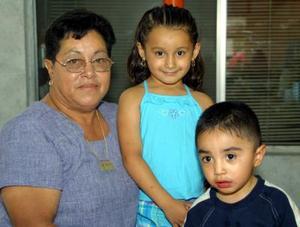 <b>07  agosto</b> <p>Valeria y Luis Hernández celebraron su quinto y segundo cumpleaños de vida, respectivamente con un convivio ofrecido por sus padres Luis Hernández y Alma Vega.